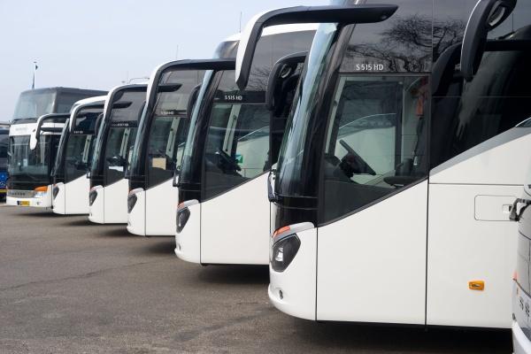 Besseling-Vervoert-Zeven-Nieuwe-Touringcars-zijaanzicht